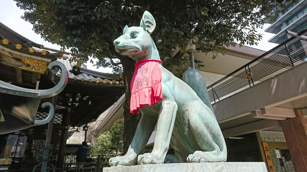 豊川稲荷東京別院 右のお稲荷様
